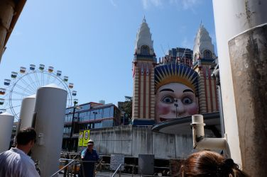 we ferried past Luna Park, an ultra creepy amusement park that I want to go to.