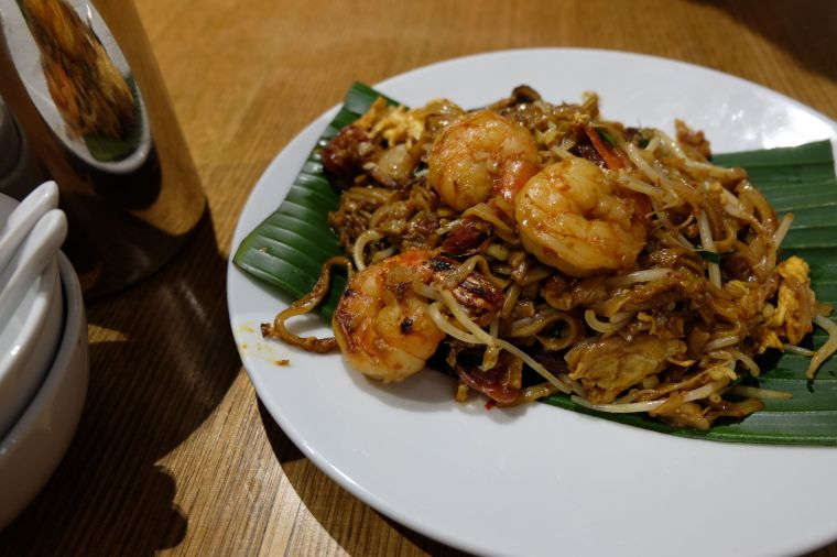 Char Kway Teow - noodles with eggs, prawns, cockles, Chinese sausage and fresh bean sprouts. And enough spices to clear your sinuses for days. So good.